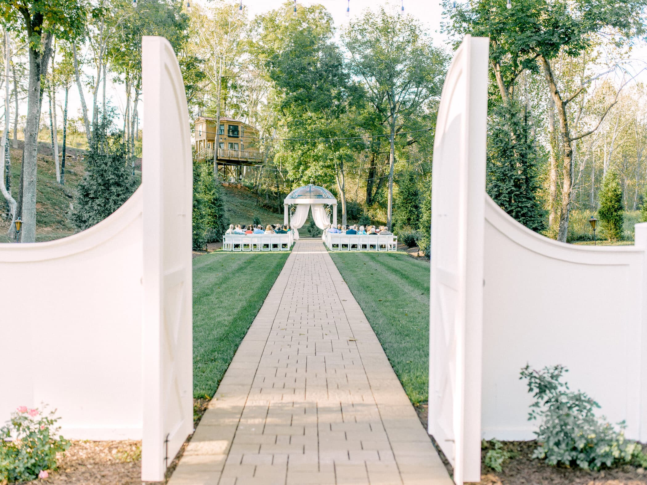 Selecting Your Virginia Wedding Venue | Entwined Events | Venue: Bella Rose Plantation in Lynchburg, VA | Photo Credit: Mackenzie Leigh Photography