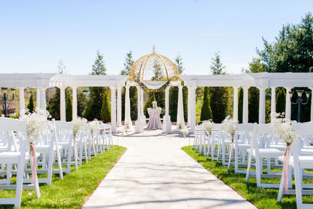 Selecting Your Virginia Wedding Venue | Entwined Events | Venue: The Bedford Columns in Bedford, VA | Photo Credit: Emily Sacra Photography
